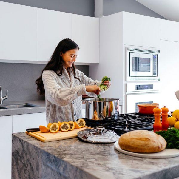 bep dep nha them vui 600x600 - Những điều cần lưu ý trước khi quyết định làm tủ bếp