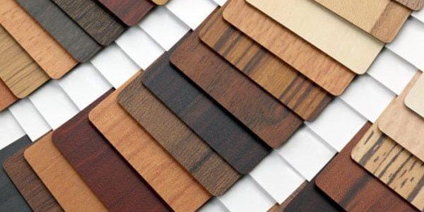 Nên chọn bề mặt phủ nào cho tủ bếp? Tốt gỗ phải tốt cả nước sơn