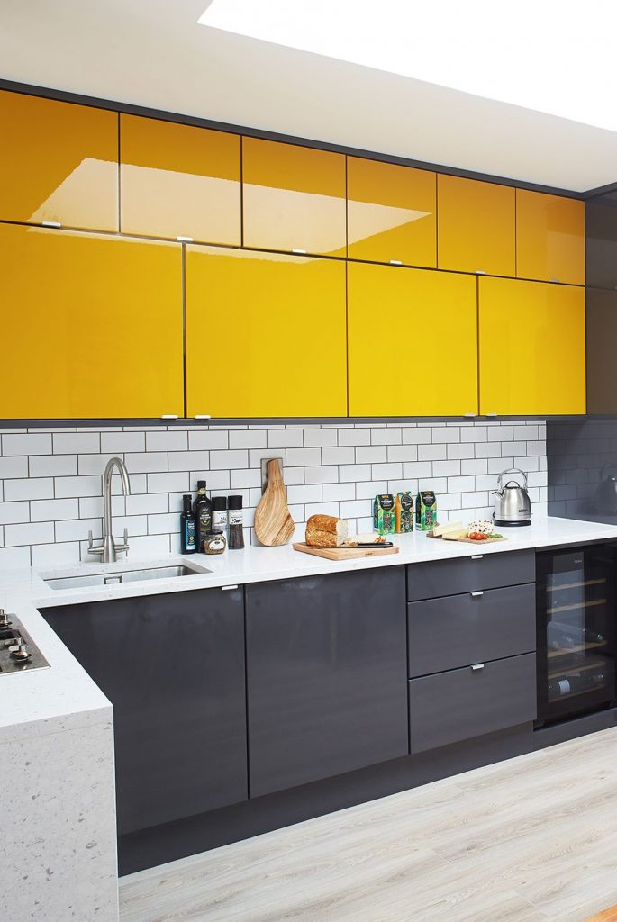 18 y tuong nha bep day mau sac lam bung sang ngoi nha ban 3 685x1024 - 18 ý tưởng nhà bếp đầy màu sắc làm bừng sáng ngôi nhà bạn