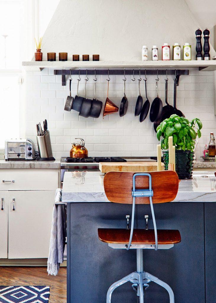 807 731x1024 - Muốn tủ bếp lúc nào cũng gọn gàng, ngăn nắp? Thử ngay những thiết kế này nhé!