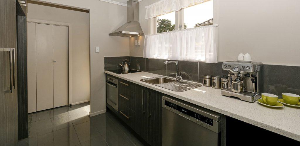 Home slide photo 1 1024x498 - Những sai lầm nghiêm trọng trong thiết kế nhà bếp và giải pháp cực đơn giản