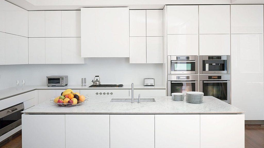 IMAGE 2 modern kitchens 11 1024x576 - 4 gam màu tủ bếp được yêu thích nhất mùa lễ tết