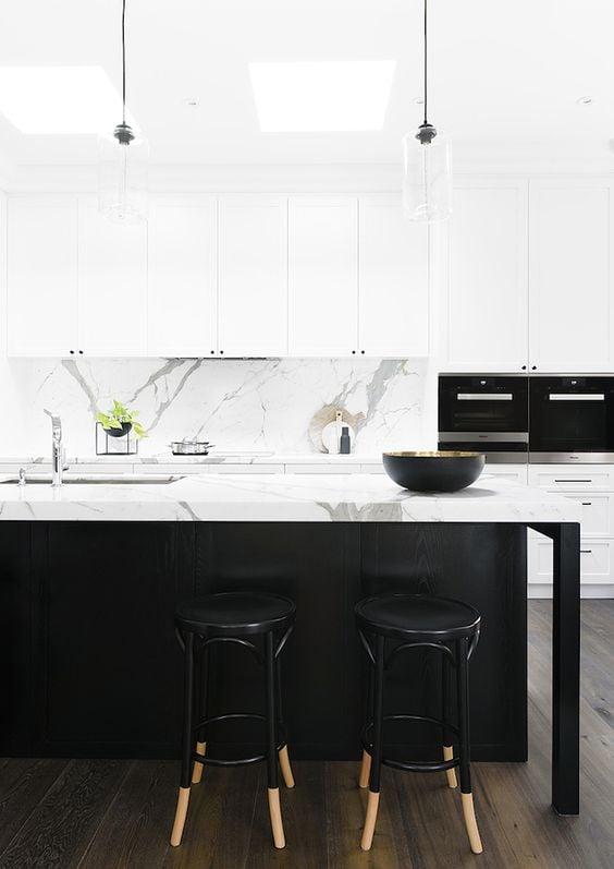 """Thiet ke tu bep trang va den V1 1 - Công thức """"vàng"""" trong thiết kế tủ bếp cho tín đồ trắng - đen"""