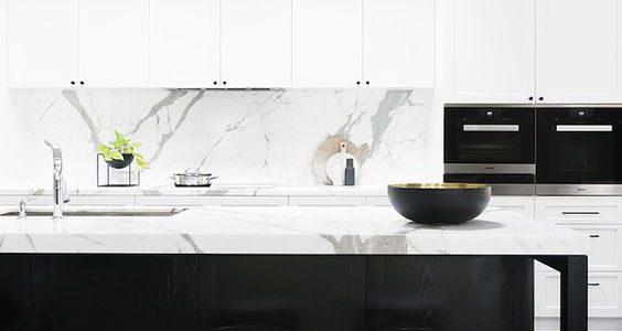 """Công thức """"vàng"""" trong thiết kế tủ bếp cho tín đồ trắng – đen"""