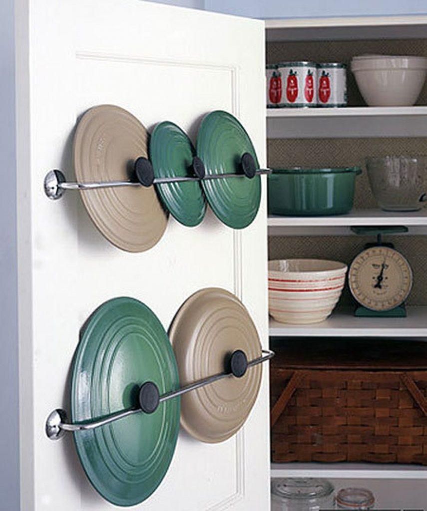a0e815e187fbd732e30457528d959d88 855x1024 - Muốn tủ bếp lúc nào cũng gọn gàng, ngăn nắp? Thử ngay những thiết kế này nhé!