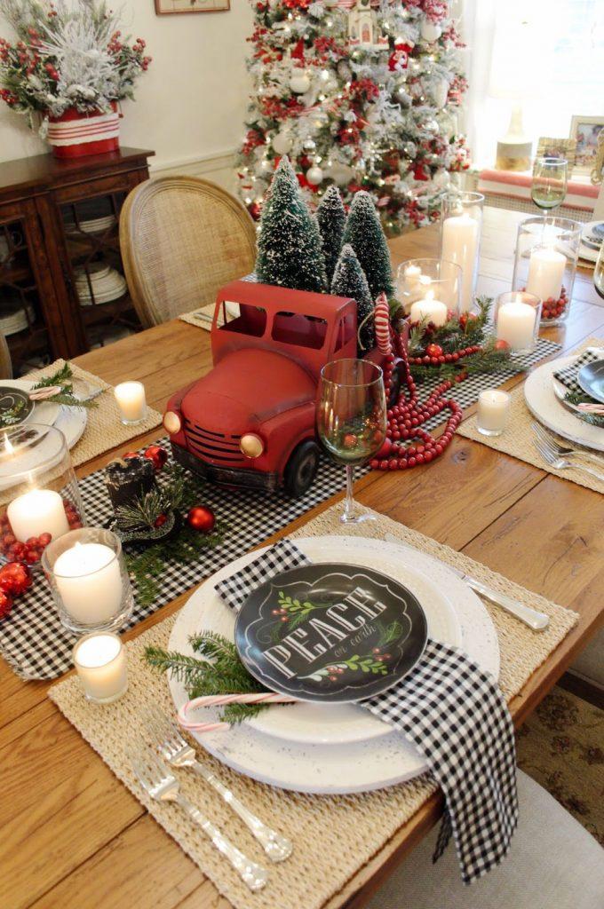 best christmas table settings centerpieces truck 1539620184 680x1024 - Giáng sinh đến rồi - trang trí bếp thôi!