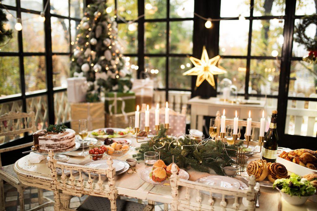 home christmas decoration royalty free image 874640796 1537372137 1024x682 - Giáng sinh đến rồi - trang trí bếp thôi!