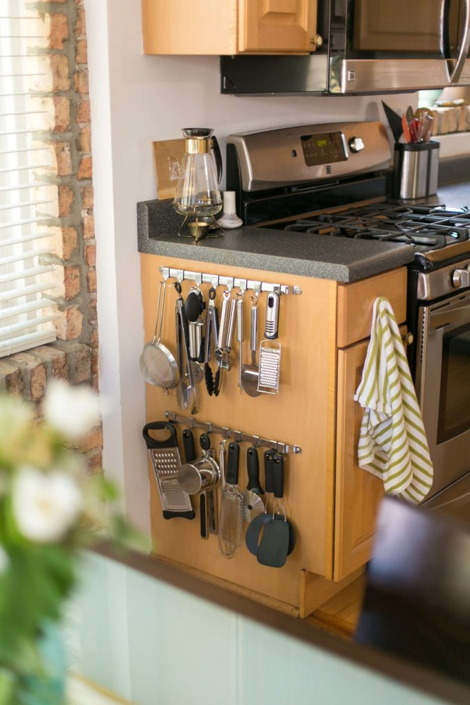 jnjjj 683x1024 - Muốn tủ bếp lúc nào cũng gọn gàng, ngăn nắp? Thử ngay những thiết kế này nhé!