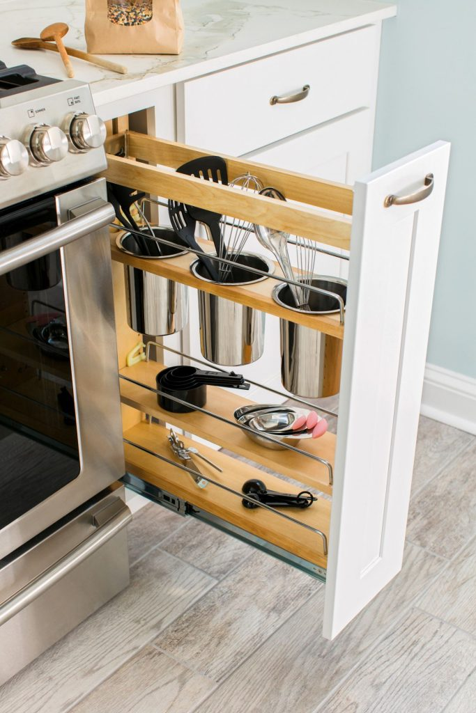 uu 683x1024 - Muốn tủ bếp lúc nào cũng gọn gàng, ngăn nắp? Thử ngay những thiết kế này nhé!