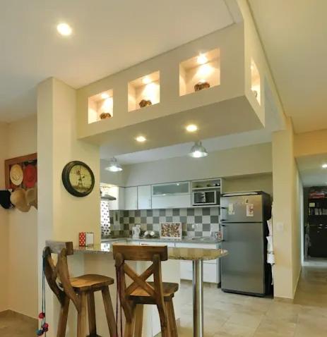 10 thiet ke dao bep4 - 10 thiết kế tủ bếp đảo đơn giản khiến bếp nhà bạn đẹp lên trông thấy