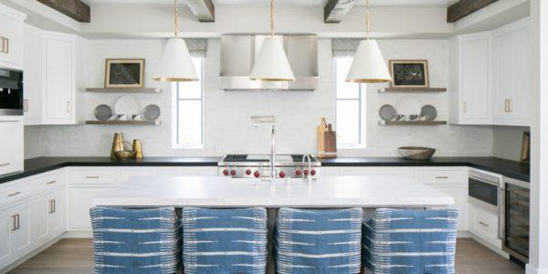 8 thiết kế tủ bếp hình chữ U đen – trắng sang trọng tuyệt vời!