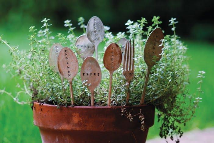 Mẹo hay: Hồi sinh đồ dùng nhà bếp cho khu vườn trong mơ